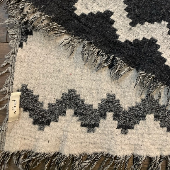Wilfred Accessories - Wilfred Aritzia Blanket Scarf